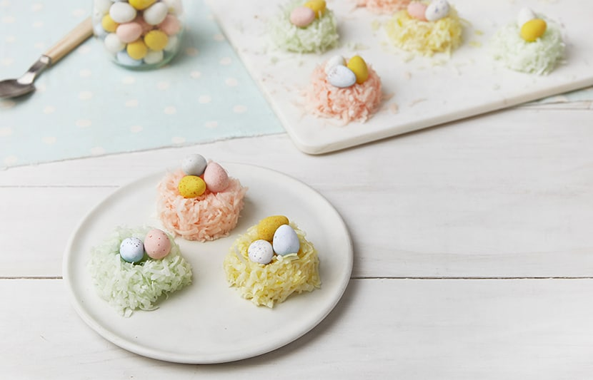 Macaroon Cookie Nests