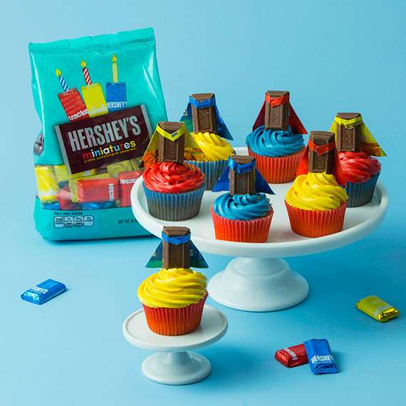 HERSHEY'S Candy Wrapper Capes
