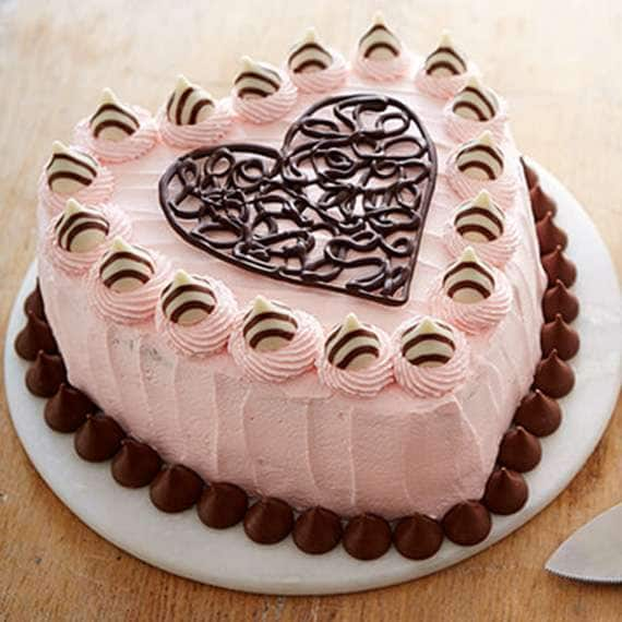 HERSHEY'S HUGS and KISSES Valentine's Cake